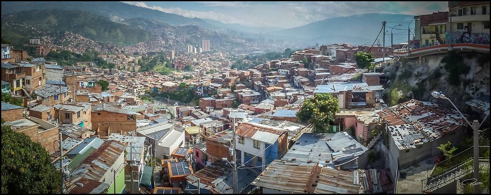 Medellin Comuna13 08Oct2013 PG 061