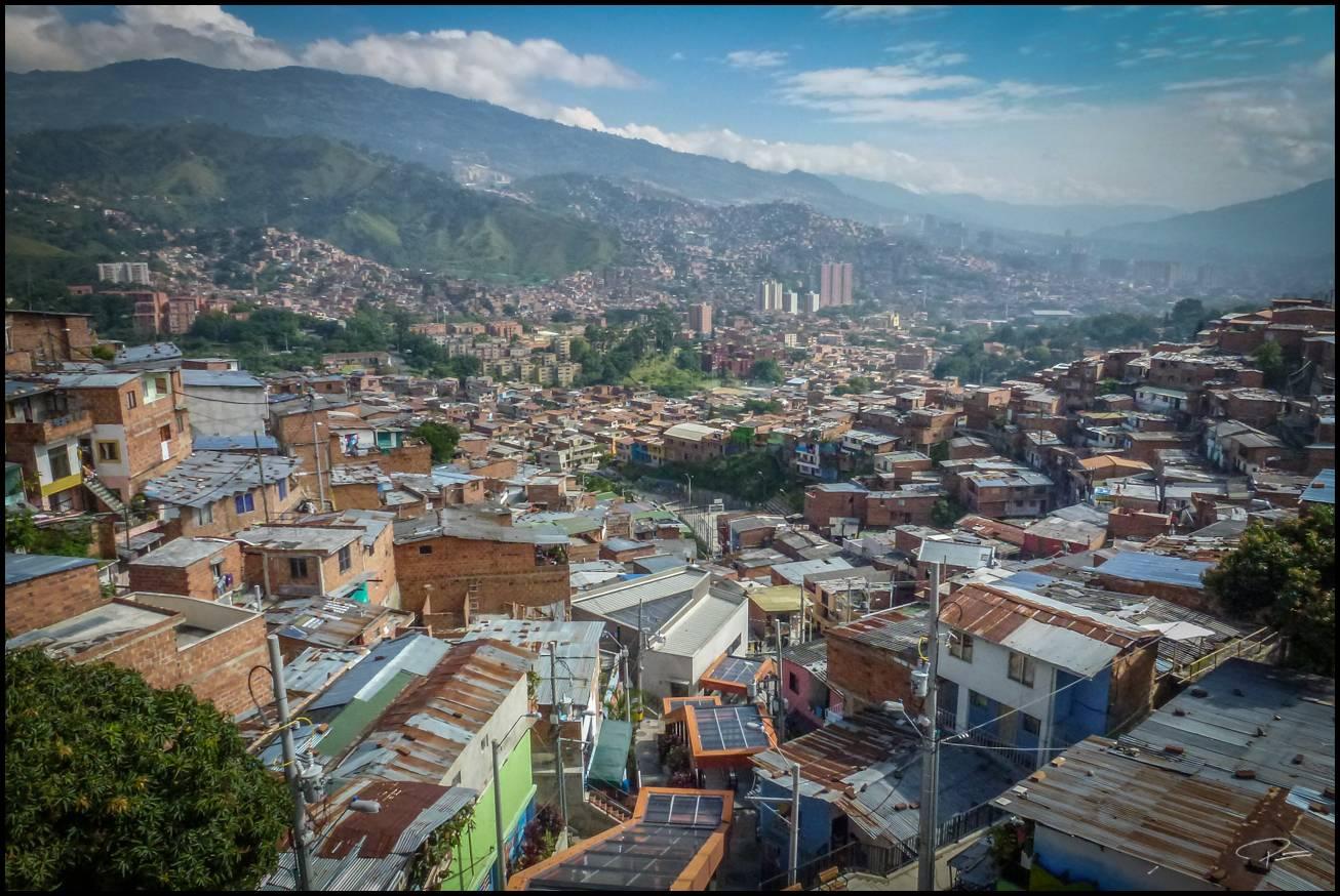 Medellin Comuna13 08Oct2013 PG 058